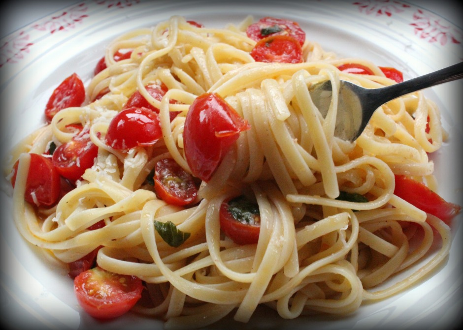 Linguine with Raw Tomato SauceAGENTS OF FIELD