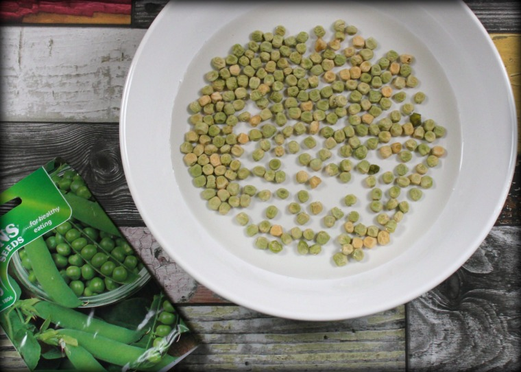 soaking-pea-seeds